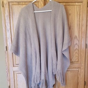 Everything in love Poncho